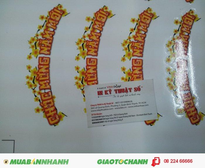 Máy bế Mimaki tại In Kỹ Thuật Số thực hiện bế chi tiết cho sticker Chúc mừng năm mới, 2