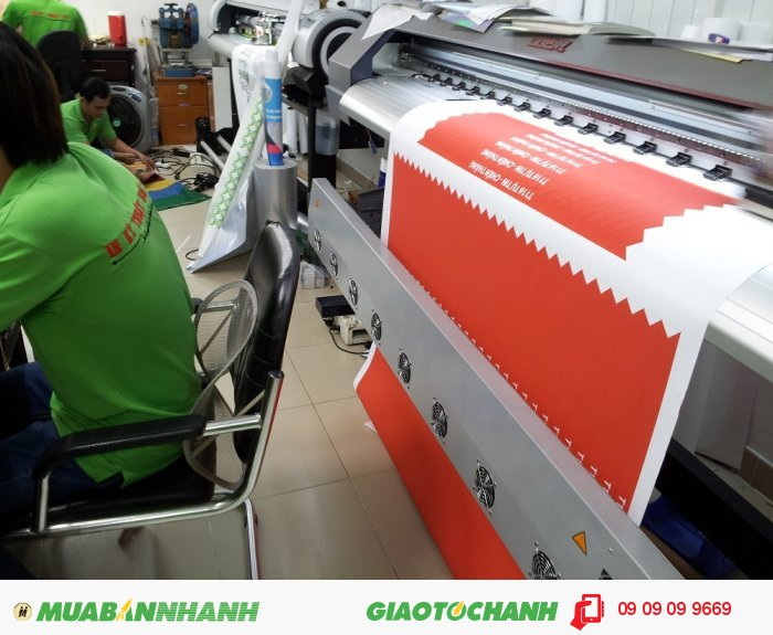 Bạn có thể đặt in bất kỳ màu sắc nào với in silk | Trong hình, máy in mực nư�...