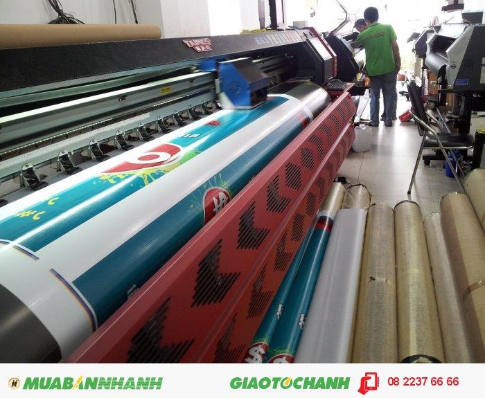 Máy in mực dầu khổ lớn 3.2m đang thực hiện in hiflex banner quảng cáo số lượng lớn tại In Kỹ Thuật Số, 3