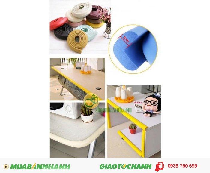 Với chiều dài 2m, bạn thoải mái cắt dán vào góc bàn hoặc cạnh giường, cạnh tủ, bàn ghế sắc nhọn để bảo vệ an toàn cho bé yêu.3