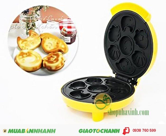 Máy nướng bánh hiệu Philips thiết kế lòng trong của máy có lớp chống dính, giúp bạn đảm bảo cho ra những chiếc bánh y khuôn, không bị bể nát.2