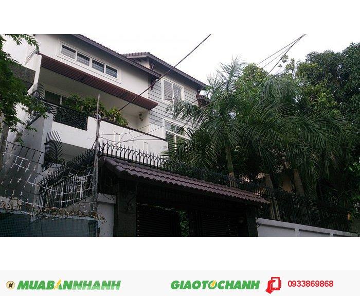 Bán biệt thự đường Hồ Biểu Chánh ,P11,Phú Nhuận.DT 8,5x19, 1 trệt 3 lầu áp mái.Giá 14.5 tỷ.
