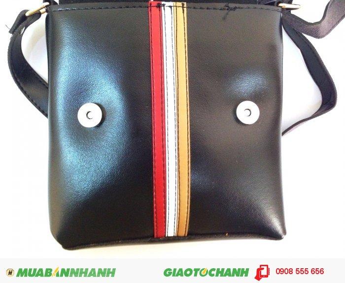 Túi đeo chéo bền đẹp   Thiết kế đơn giản, với điểm nhấn là đường sọc g...