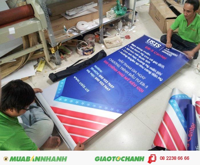 Gia công gắn poster vào banner cuốn từ In Kỹ Thuật Số, poster in bằng chất liệu...
