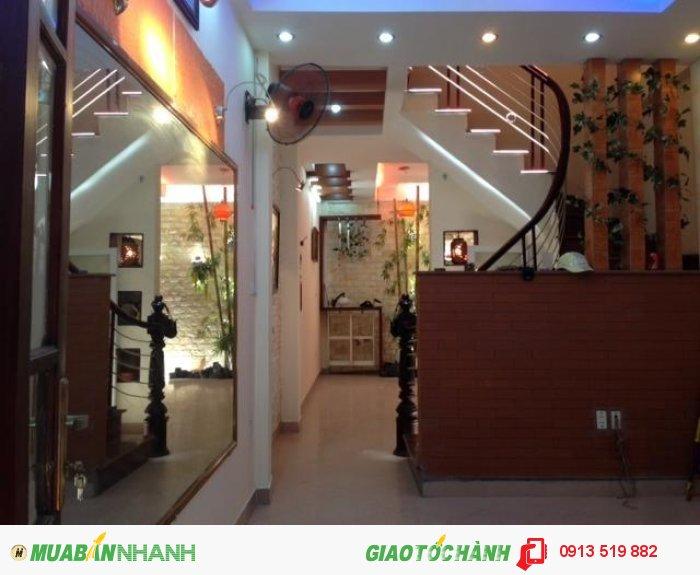 Bán nhà mặt tiền đường Bùi Thị Xuân, Quận 1. DT: 6m x 24m,