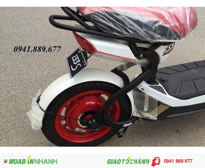 Đèn xi nhan của xe điện Giant m133s với thiết kế hơi cổ thì xe đạp điện Giant m133s Plus lại được thiết kế tinh tế và đẹp mắt hơn giống như kiểu dáng đèn sau của chiếc xe máy.