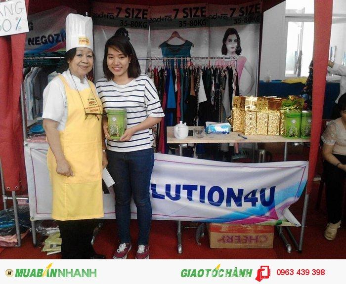 Trà xanh làng Bát trong Ngày hội nữ công nhân viên chức -lao động Quận 3  HCM Chụp ảnh với đầu bếp cô Hồng Hạnh của thương hiệu Mikko2