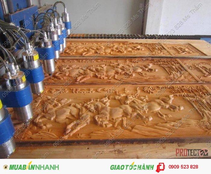 Máy cnc đục gỗ tự động0