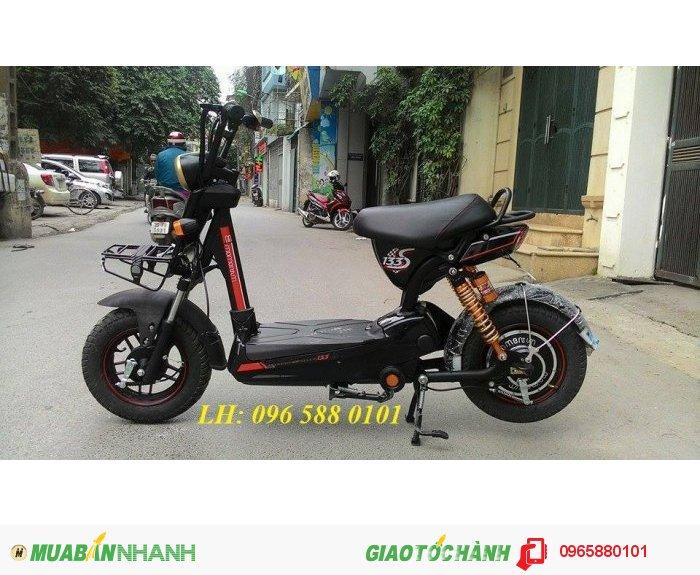 Xe Giant M133s mini: sử dụng bình ắc quy 12Ah, quãng đường đi được là 55km/ 1 lần sạc.