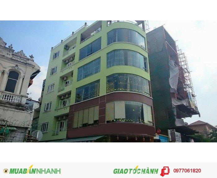 Nhà 4x18m có thang máy  mặt tiền Bến Văn Đồn P5 Q4 giá 20 tỷ.