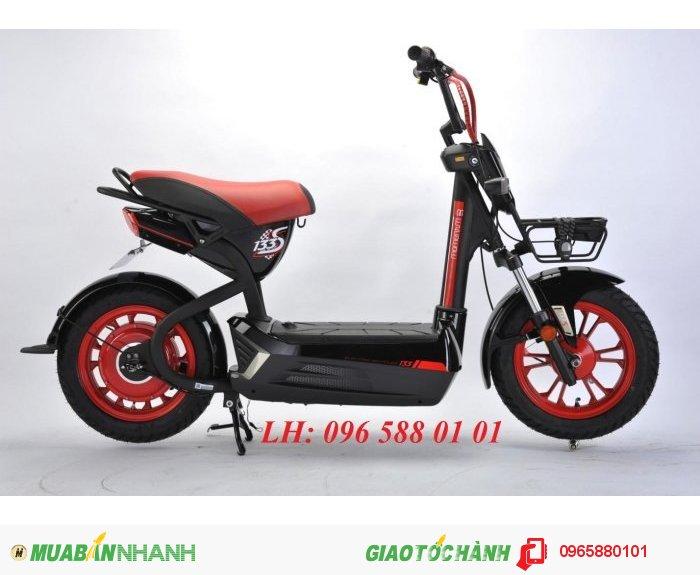 Chiều cao yên xe 750 mm. Động cơ: 500W. Tải trọng 160kg. Trọng lượng 65kg. Vận tốc 40km. Quãng đường 60km/lần sạc.Ắc quy 4 ắc quy - 20Ah.phanh cơ, không giảm sóc.  xe đạp điện Giant m133s Plus thì chiếc đèn xe được thiết kế ở phía dưới.