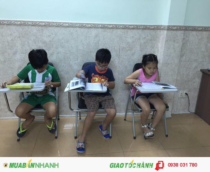 Các bé sẽ được học những giáo trình tiếng Anh tốt nhất cùng với đội ngũ giảng viên ưu tú, tận tâm, yêu thương trẻ nhỏ, tạo môi trường học tập tiếng Anh tốt cho bé.