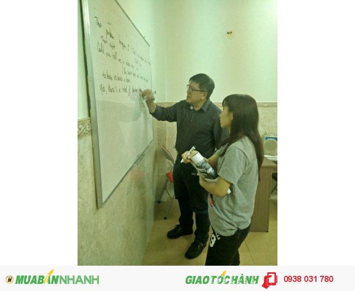 Giáo viên giàu kinh nghiệm, hướng dẫn nhiệt tình, tận tâm giúp bạn tự tin đạt điểm cao trong các kì thi.