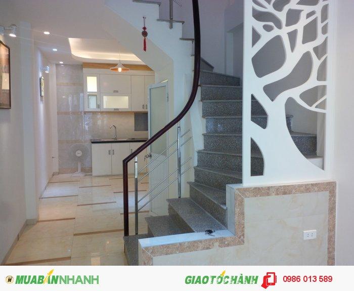 Bán nhà ngõ 126 Vĩnh Hưng, Lĩnh Nam, xây mới 38m2, mỗi tầng 2PN, an ninh tốt, giá 2.04 tỷ