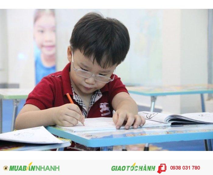 Sau các khóa học tiếng Anh tại trung tâm ngoại ngữ Âu Úc Mỹ, trẻ sẽ hoàn toàn quen thuộc với ngôn ngữ mới này, giúp bé ngày càng hoàn thiện kỹ năng tiếng Anh của mình.