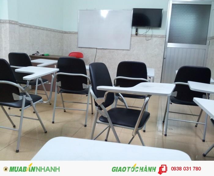 Trang thiết bị phòng học hiện đại, máy chiếu, LCD, máy điều hoà, phòng học rộng rãi, thoáng mát tạo môi trường học tập Anh ngữ hiệu quả nhất.