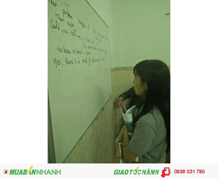 Phòng học rộng rãi, thoáng mát, trang thiết bị học tập hiện đại tạo điều kiện học tập tốt nhất cho học viên.