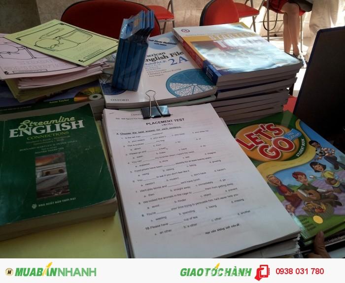 Giáo trình luyện thi chuyên biệt và cập nhật của các nhà xuất bản nổi tiếng, giúp trang bị toàn diện các kĩ năng làm bài thi.