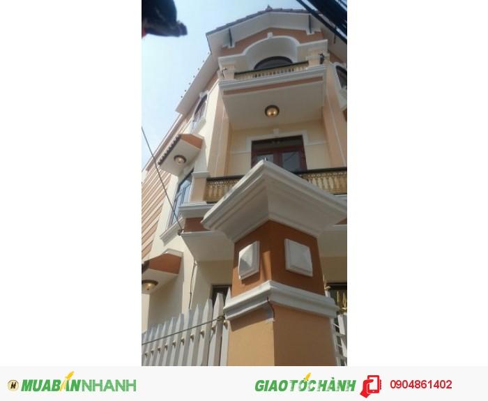 Bán nhà mới xây thiết kế như biệt thự nằm trên đường Huỳnh Tấn Phát .