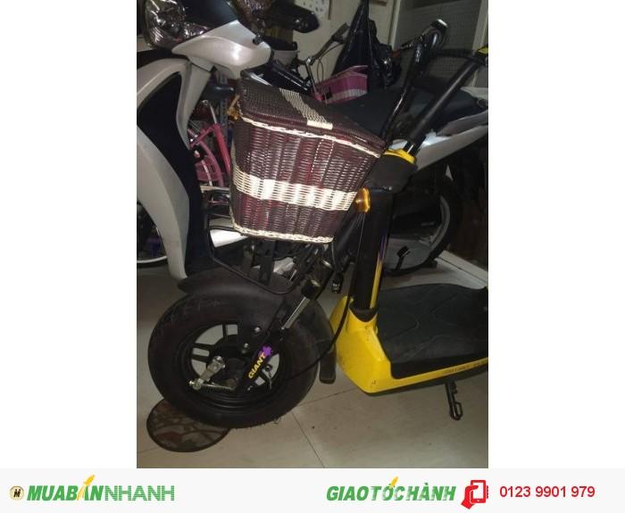 Cần bán xe điện Gaint 133 màu vàng Trước mua thùng khui kiện nguyên chiếc ở Showroom Lý Thường Kiệt Q10