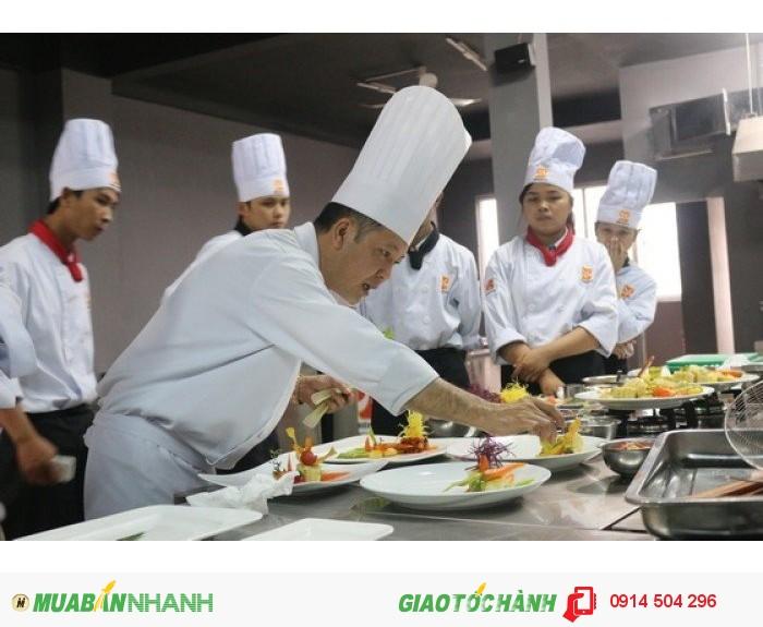 được đào tạo bởi các đầu bếp chuyên nghiệp hàng đầu