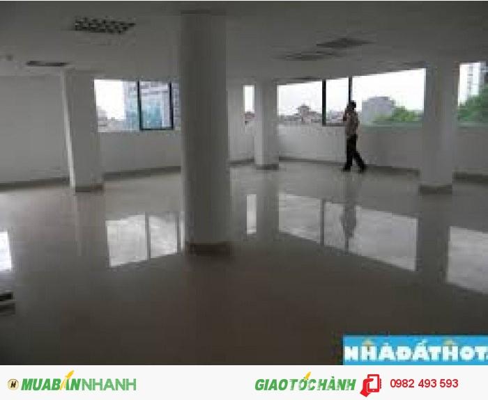 Cho thuê nhà đường Nguyễn Trãi, quận 5 đoạn 2 chiều.