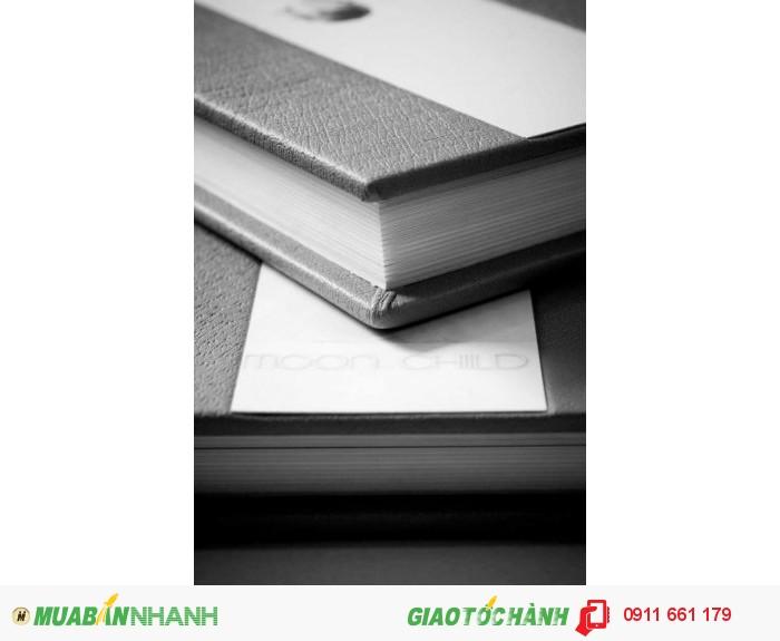 Bạn có thể lựa chọn giấy dày như album cổ điển hay mỏng như photobook hiện đại