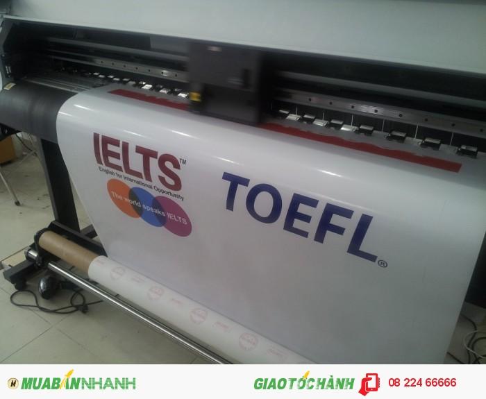 In decal trong dán kính trang trí cho trung tâm học tiếng Anh: hình ảnh in là thông tin các khóa học tiếng Anh như Toeft, Ielts | Sử dụng kích thước logo lớn, dán tại cửa kính, giúp quảng cáo được các khoác học chính của trung tâm với người đi đường hay người vào trung tâm đăng ký học