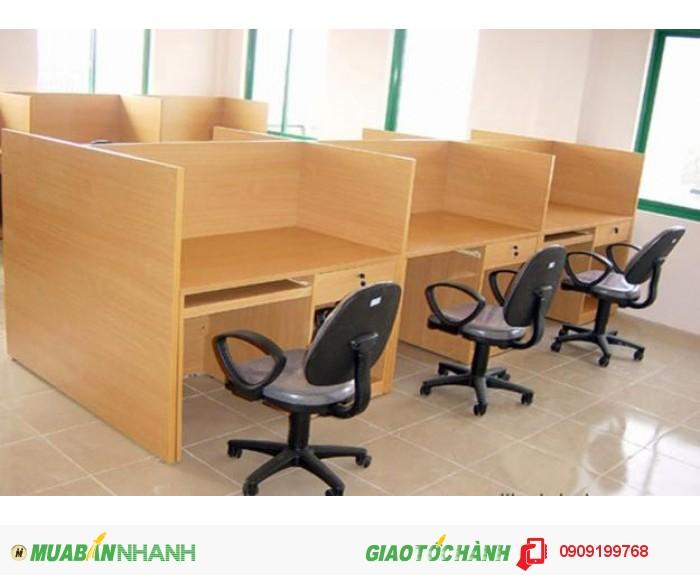 Vách ngăn bằng gỗ là sản phẩm được giới văn phòng ưa chuộng vì rất bền, chắc chắn lại đạt độ thẩm mỹ cao.