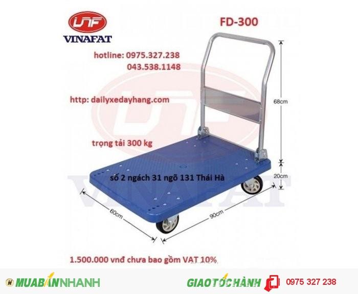 Kiểu xe: xe đẩy sàn nhựa gấp gọn  Kích thước : 600 x 900 x 860mm  Đường kính bánh xe: 125mm  Tải trọng: 300kg  Trọng lượng 17kg1