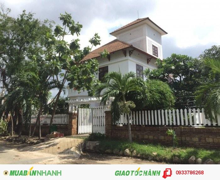 Cho thuê biệt thự Thảo Điền 2, 400m2, 4PN, Nội thất cơ bản, 2200 usd