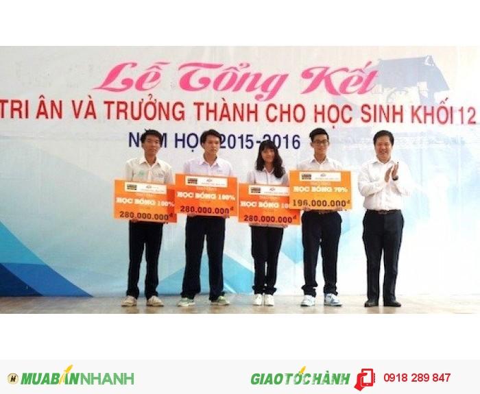 Phạm Tường Lan Thy nhận học bổng tại trường Đại học FPT