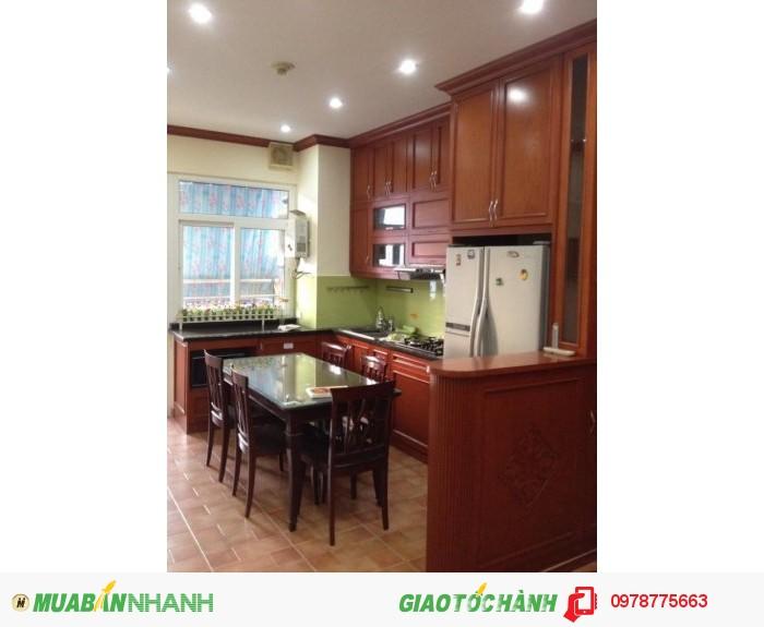 Bán căn hộ C14 Bộ công an 75.3 m2, 2 PN, đủ nội thất, hướng mát, giá 28tr/m2.