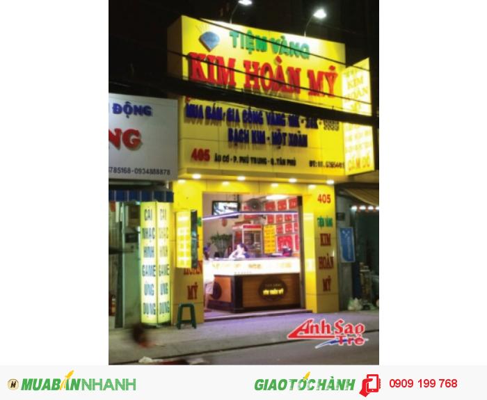 Nổi bật ngay cả trong đêm tối kể cả trong điều kiện ánh sáng bình thường thì những biển hiệu quảng cáo đèn led vẫn thu hút cho bất cứ ai khi nhìn thấy và ngày càng được các công ty, doanh nghiệp, cửa hàng lựa chọn.
