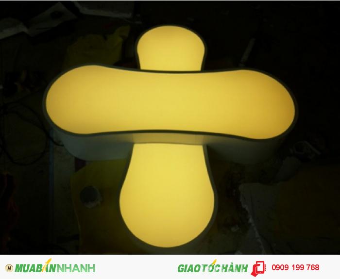Đã có hàng ngàn khách hàng đã làm biển hiệu hộp đèn tại công ty chúng tôi và 98% đều yên tâm về chất lượng, tính thẩm mỹ sáng tạo, độ bền của sản phẩm trong việc thiết kế bảng hiệu, hộp đèn, chữ nổi mà các đội ngũ designer Ánh Sao Trẻ thiết kế.