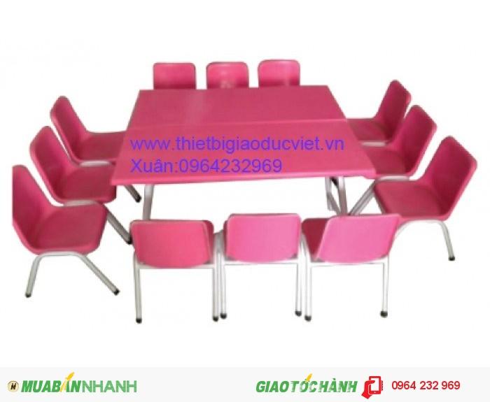 Công ty thiết bị giá dục việt chuyên sản xuất và nhập khẫu bàn ghế mầm non. Ghế mầm non đúc từ nhựa PP có hai kích thước dành cho nhóm trẻ Cao 26cm , dành cho lớp chồi và lớp lá là 28cm Thông thồng ghế mầm non có 4 màu chủ đạo: Đỏ, vàng, xanh lá, xanh dương Bàn mầm non được làm từ nhựa cao cấp PP có kích thước dài 120cm rộng 60cm cao 50cm, Cũng có 4 màu chủ đạo là : Đỏ, vàng, xanh lá, xanh dương,4