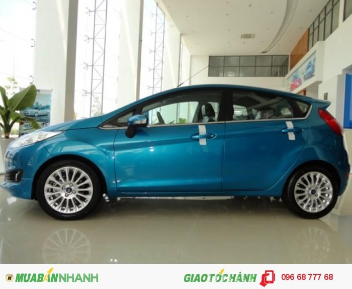 Bạn muốn mua xe Ford Fiesta mới 100%, hàng chính hãng chất lượng tài Sài Gòn | Liên hệ Trung Hải - 096 68 777 68 (24/24) để nhận tư vấn ngay xe Ford Fiesta Sport 5 cửa, số tự động, chỉ 150 triệu, giao xe ngay và luôn
