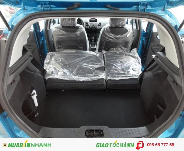 Không chỉ hàng ghế trước, cả hàng ghế sau trên xe Ford Fiesta 2018 cũng được thiết kế theo phong cách sang trọng đầy chuẩn mực Mỹ | Giá xe Ford Fiesta 2018 lăn bánh sau khi trừ chi phí, thuế, giá Ford Fiesta sau thuế được Mr.Hải gửi đến bạn chỉ sau 1 cuộc gọi về 0966877768 (24/24), gọi ngay để cập nhật giá xe Ford Fiesta mới nhất