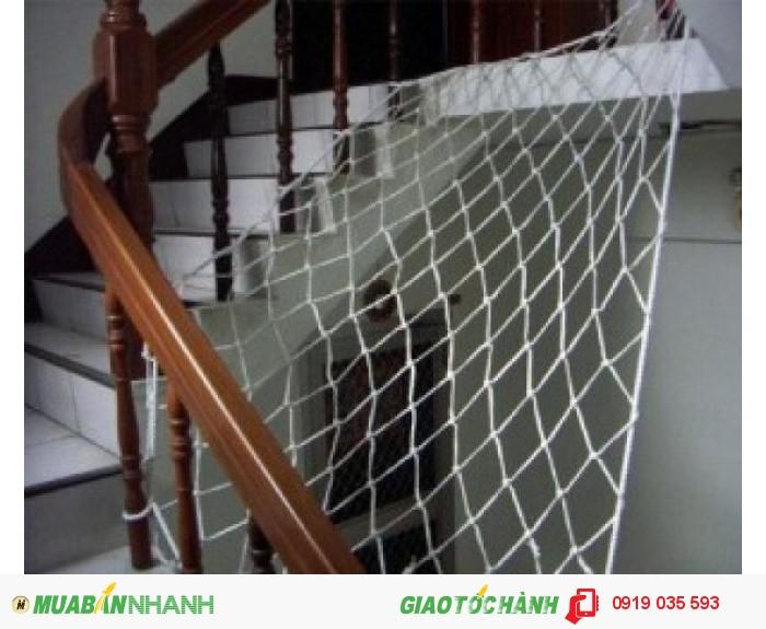 Lắp đặt thi công lưới an toàn bao quanh cầu thang cho trẻ không rơi ngã
