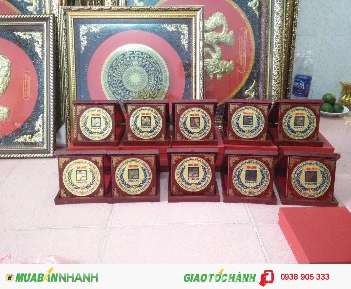 Nhận làm hộp quà tặng in hình logo công ty tai TP Hồ Chí Minh2