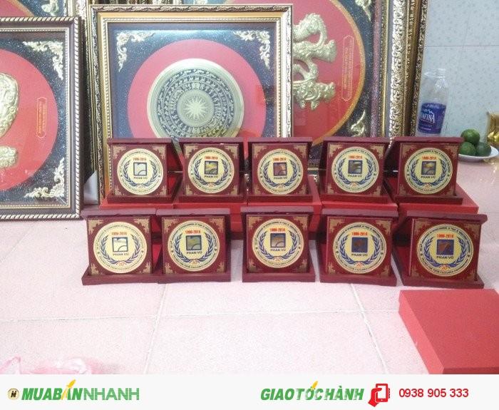 Nhận làm hộp quà tặng in hình logo công ty tai TP Hồ Chí Minh3