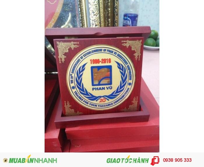 Nhận làm hộp quà tặng in hình logo công ty tai TP Hồ Chí Minh1