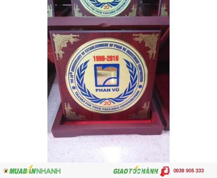 Nhận làm hộp quà tặng in hình logo công ty tai TP Hồ Chí Minh0