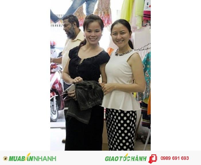 Khách hàng của xưởng may gia công Trang Trần