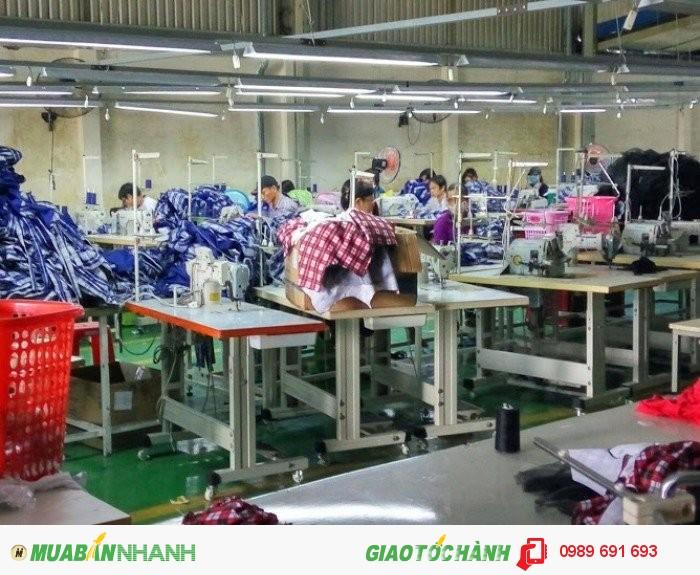 Chuyền may theo công đoạn tại Xưởng may gia công Trang Trần | Xưởng may gia công Trang Trần luôn trú trọng đẩy mạnh và cải tiến công nghệ, thiết bị máy móc cũng như tay nghề của các công nhân mang đến những bộ quần áo trẻ em với đường may chắc chắn và cẩn thận nhất.