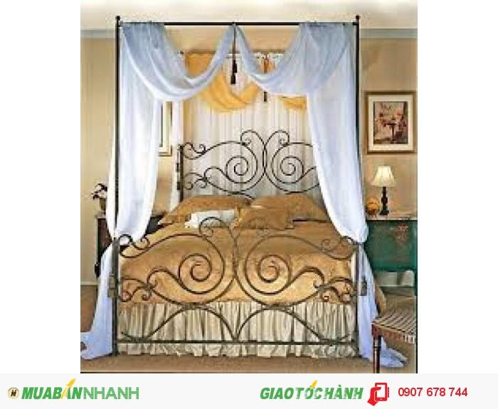 Mang phong cách Châu Âu chiếc giường tạo nên sự quý phái và sang trọng,bốn góc giường được thiết kế lắp ráp có thể tháo lắp tùy thích.3