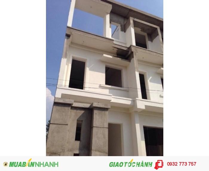 Bán nhà 3 lầu, tấm đúc, 4 phòng ngủ, 80m2, sân vườn, đậu xe. Đình Phong Phú - Tăng Nhơn Phú B