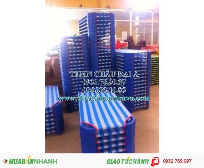 Giường lưới của bé màu xanh rêu, màu sọc xanh dương3