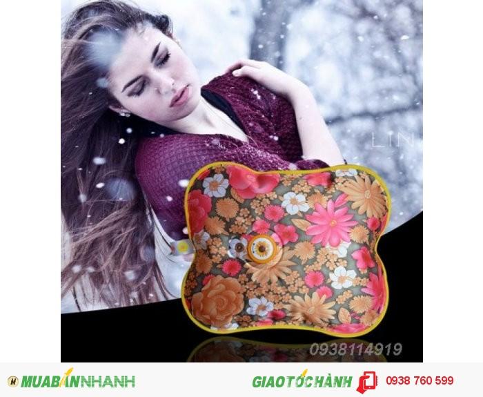 Túi sưởi Hướng Dương NX6368 (24 x 28cm) được thiết kế an toàn với nhiều họa tiết & màu sắc đẹp mắt cùng chức năng chườm nóng hoặc chườm lạnh giúp bạn giảm đau nhức hiệu quả đồng thời xua tan đi cái lạnh của mùa đông.