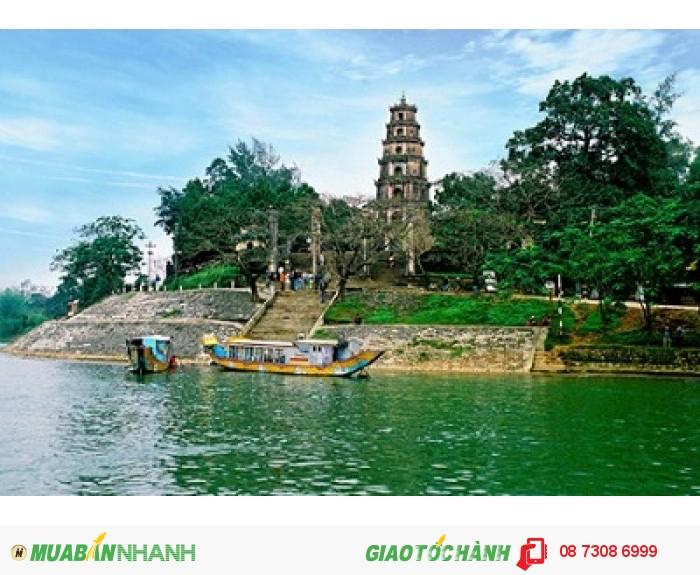 Chùa Thiên Mụ được du khách yêu thích khi đến du lịch Huế